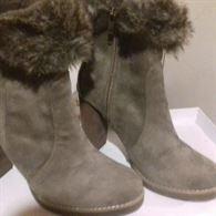 Varie calzature da donna