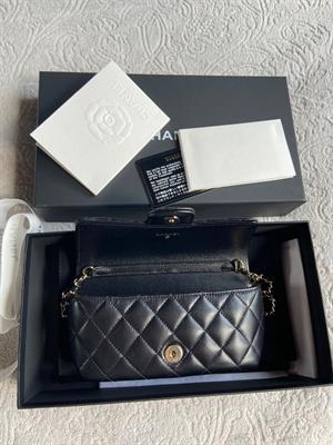 Chanel Pochette con catenella della nuova collezione - nero
