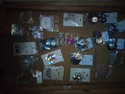 Lotto 187 pezzi orecchini vari